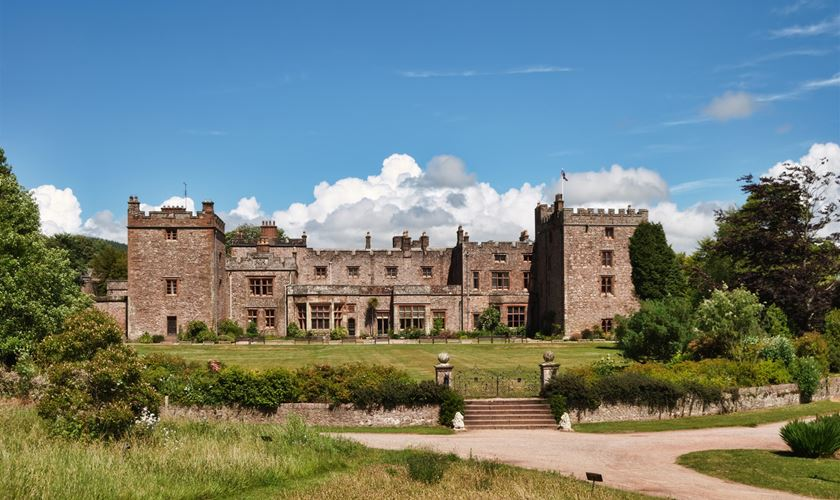 10 must see stately homes and castles in the lake district iPhone Programming for Beginners iPhone Tutorial for Beginners