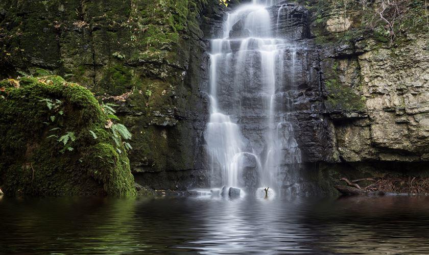 3 Peak District waterf...